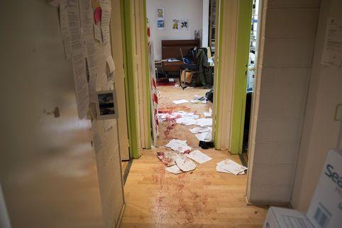 Le Monde.fr version mobile - « Le Monde » a reconstitué les quelques minutes de la tuerie qui a fait douze morts à «Charlie Hebdo ».