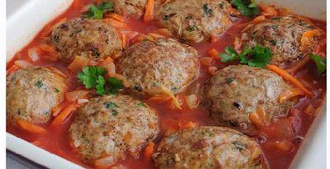 WinNetNews.com - Yuk buat makanan dari olahan daging ayam. Kali ini kita buat bola-bola ayam isi telur. Berikut ini resepnya. Lebih nikmat lagi jika diberi saus asam manis dan sayuran rebus.Bahan-bahan yang dibutuhkan8 buah telur rebus kemudian dikupas kulitnya minyak goreng untuk menggoreng 250 gram