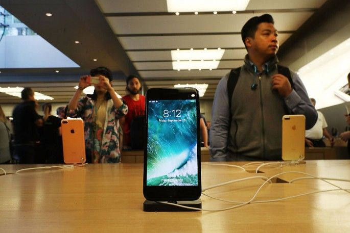 Black Friday 2016: $1 iPhone 6S, $100 Discount on iPhone 7 and MacBook Pro 2016 for Thanksgiving Day? : Will Apple treat its millions