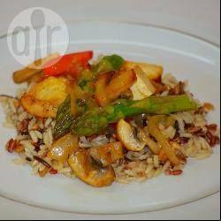 Жареный рис с тофу и спаржей