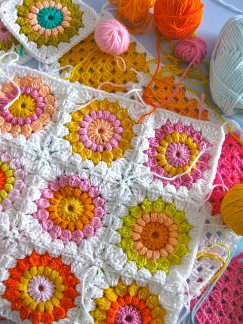 puffy granny squares: Crochet Blankets, Granny Squares Blankets, Colors Combos, Crochet Granny Squares, Pattern, Happy Colors, Colors Schemes, Flower, Bright Colors