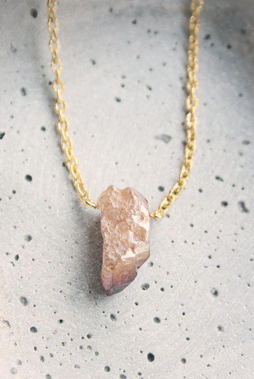 Halsband med guldskimrande rå stenspets | Foxboheme