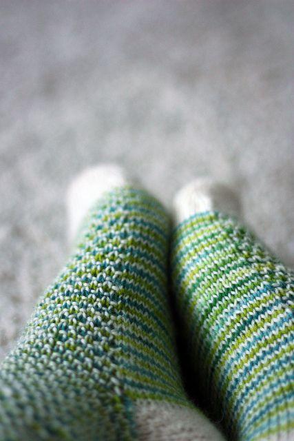 Ravelry: Broken Seed Stitch Socks pattern by Hanna Leväniemi