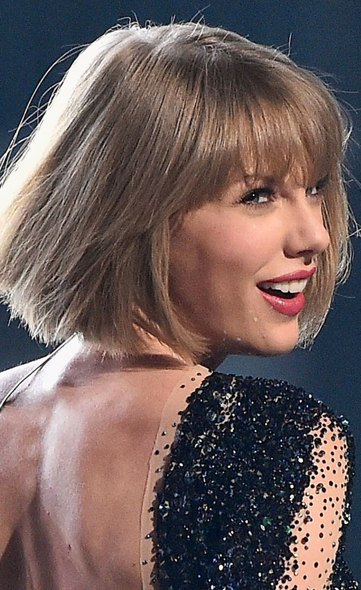 Taylor Swift Opened The Grammys And Fans Lost Their Damn Minds