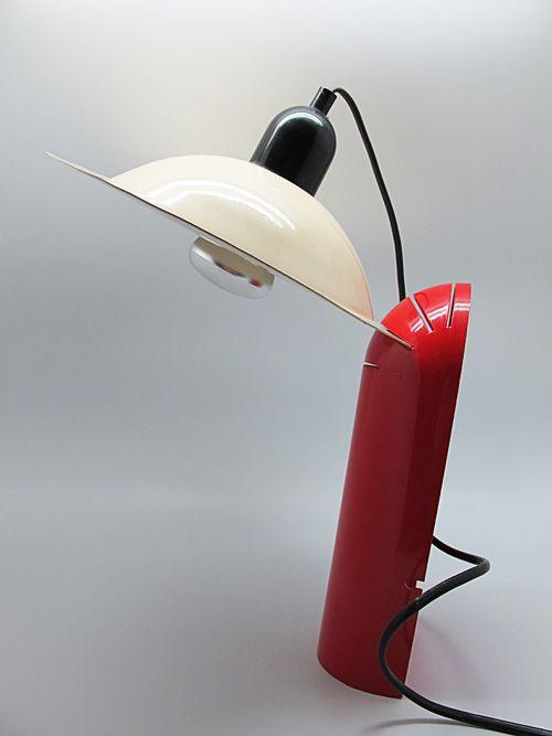 Jonathan de Pas, Donato d'Urbino & Paolo Lomazzi, Lacquered Metal and Plastic 'Lampiatta' Table Lamp for Stilnovo, 1971.