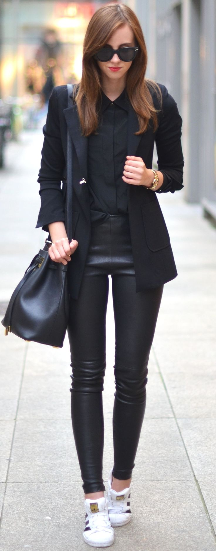 White Sneakers And Total Black Fall Streetsyle Inspo by Vogue Haus