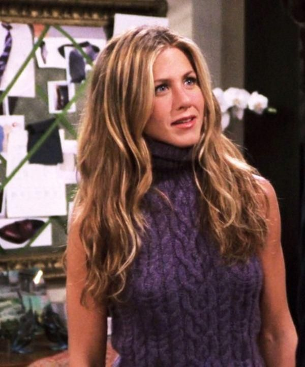 Looking back at Rachel Greens outfits from Friends (22 photos)