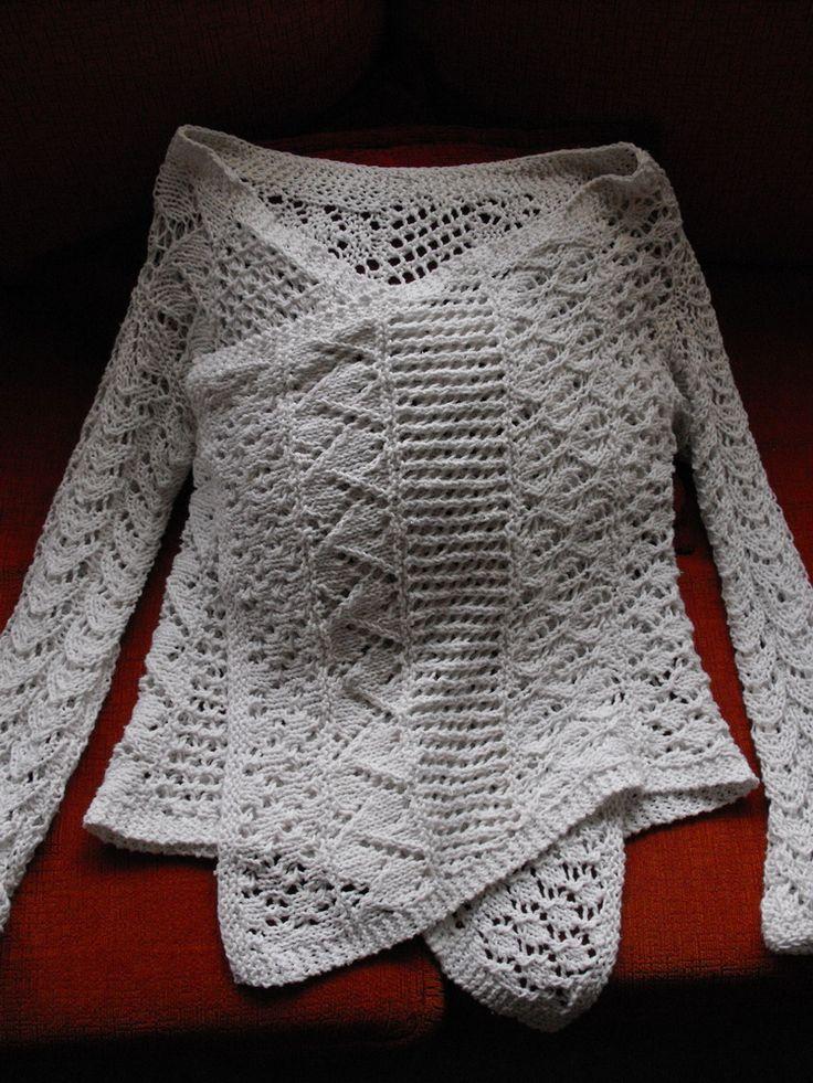 Como regalo anticipado de Navidad, les traigo mi primer patrón oficial a dos agujas. Y encima, es una prenda de vestir!!! Uuuuy...   Es un...