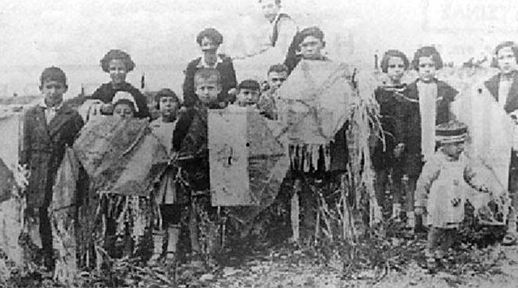 Αθήνα 1936. Παιδιά με χαρταετούς