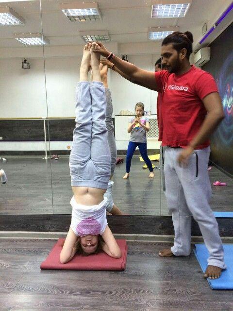 Детская йога -  адаптированная практика для детей, эта практика максимально бережно относится к растущему организму