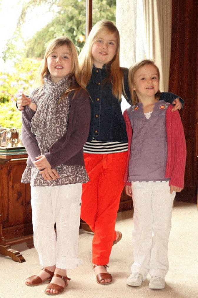 (L-R) Princess Alexia, Princess Catharina-Amalia and Princess Ariane of the Netherlands celebrates Christmas on 23 Dec 2012 in in Villa la Angostura, Argentina