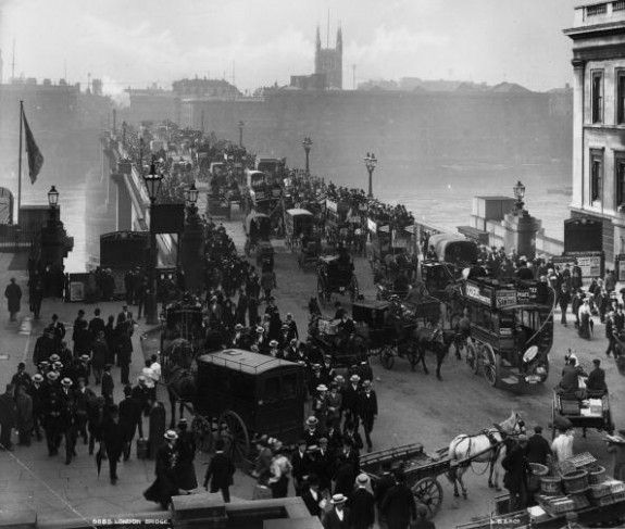 London Bridge  circa 1890:  Traffic on London Bridge.  (Photo by London Stereoscopic Company/Getty Images).