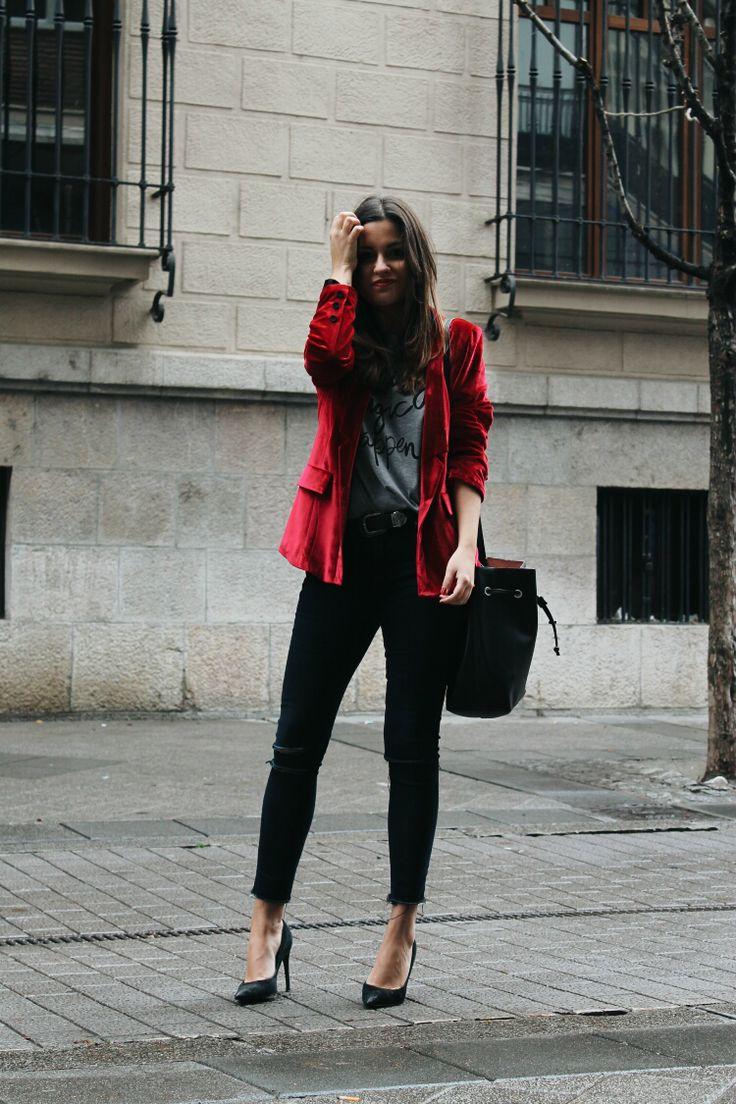 Blazer De Terciopelo Rojo Blog De Moda Leon | Terciopelo | Pinterest | Terciopelo Rojo ...