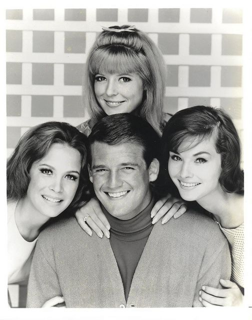7/26/14  4:44a  ''Petticoat Junction''    Mike Minor  Handsome and a Good Singer  Cast:  1966-1970   Linda Kaye Henning  Ist BettyJo Meredith   MacRae   3rd Billie Jo  Lori  Saunders   2nd  Bobby Jo Aired:  CBS TV  1963-1970  via  catfishstew.com flickr.com