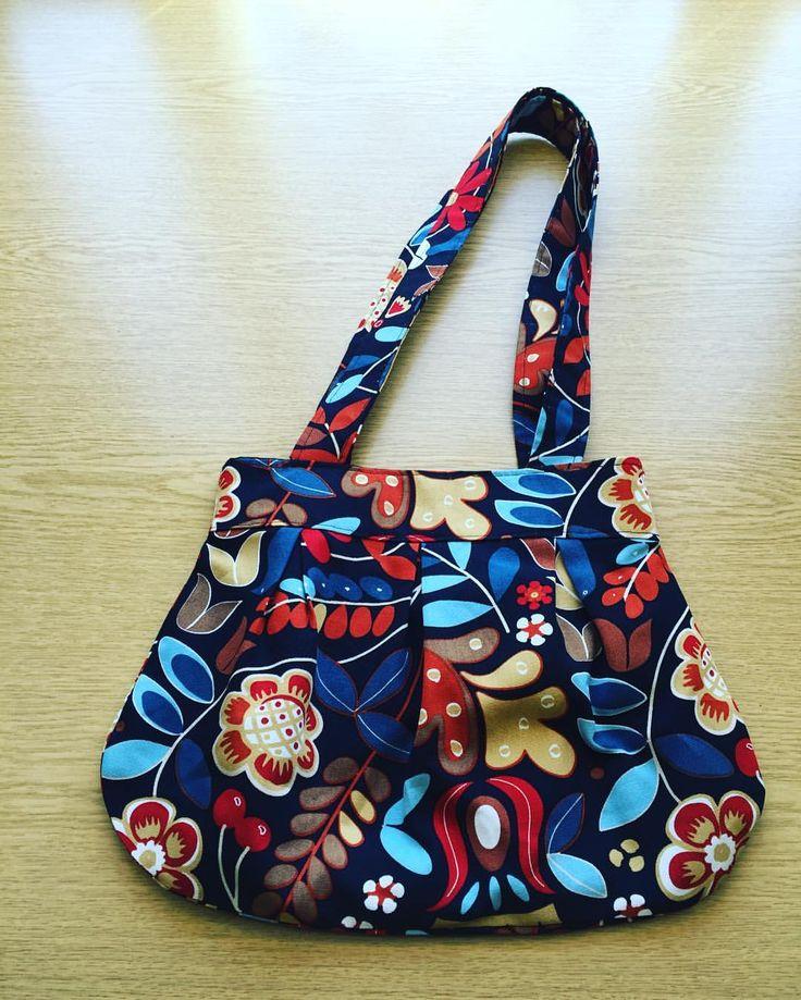 Just blogged about making this Anya bag from @sozoblog  link in bio #anyabag #sozo #sewingblogger #sewing #handmadewardrobe #diybirthday #memadeeveryday #fabric