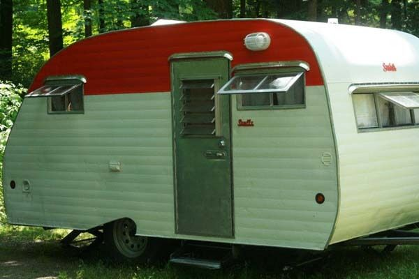 What A Guy And His Girlfriend Did With This Dumpy Old Camper Is Brilliant. And I Want It.