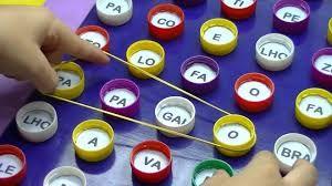 Resultado de imagem para brinquedos educativos de materiais reciclaveis
