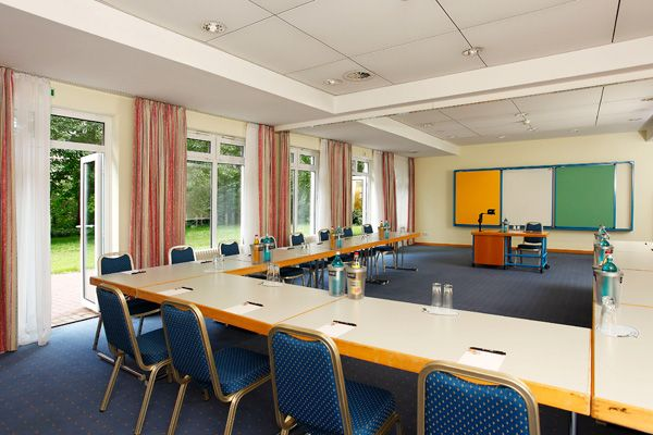 Eines der Konferenz- & Seminarräume / One of the conference and seminar rooms | H+ Hotel Erfurt