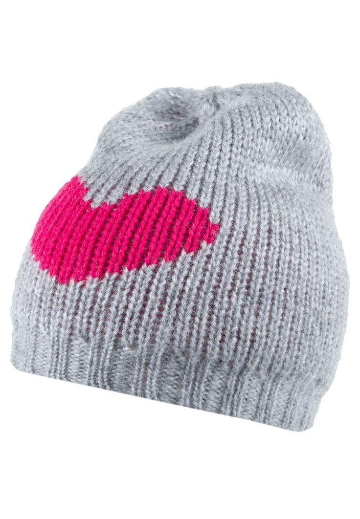 Il regalo di San Valentino perfetto per la ragazza sportiva e romantica? Un cappellino in lana con cuore enorme!   #cappello #regalo #gift #heart #cuore #sanvalentino