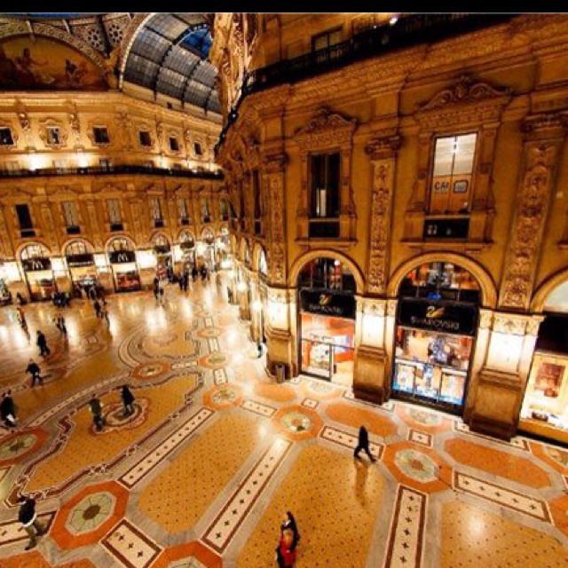 Vittorio Emanuele Gallery in Milan. Come to Italy and Book your Studio at www.residencedesenzano.it