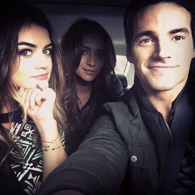 Lucy Hale, Shay Mitchell, and Ian Harding are so cute together in this selfie. | Pretty Little Liars