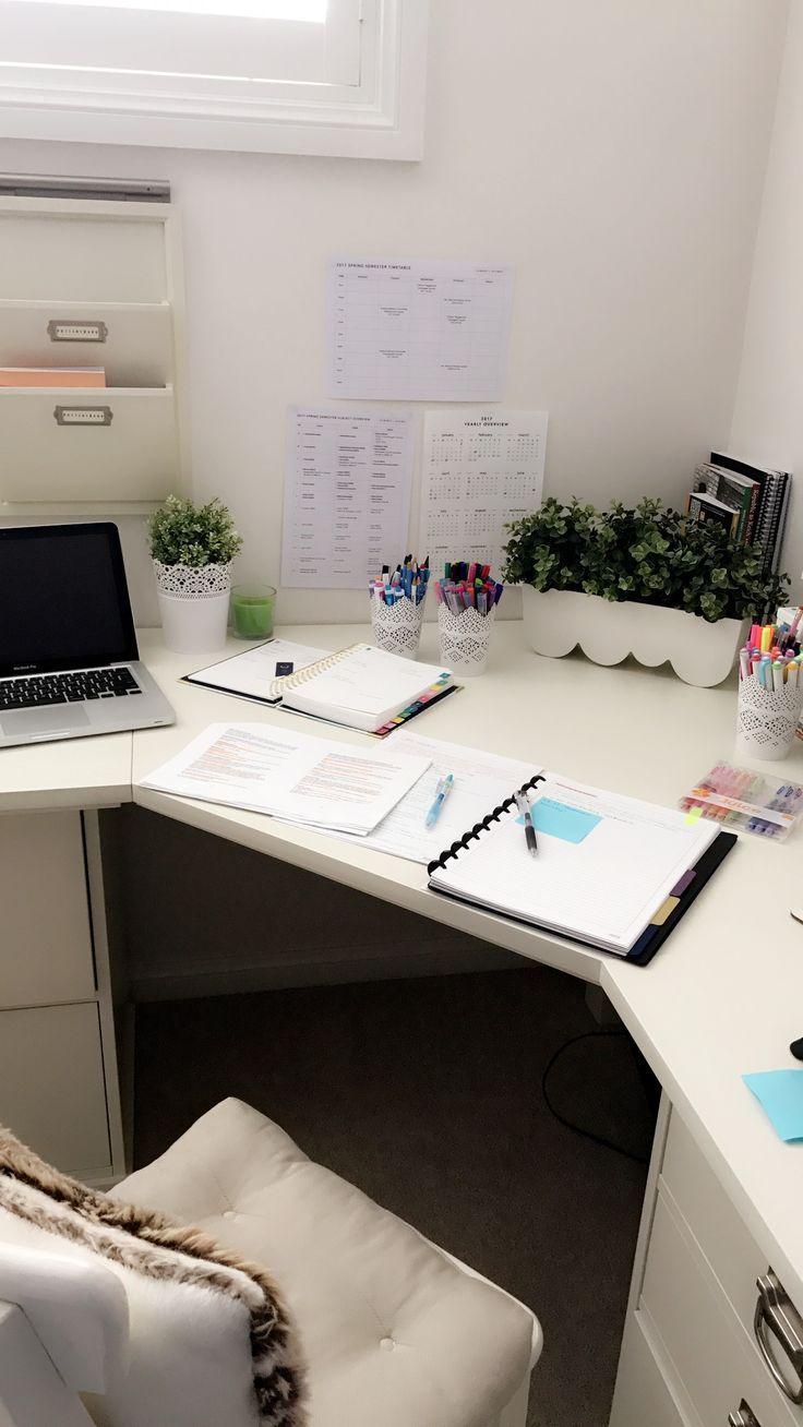 Emma studiert im Bedford Büro der Inspirations-Keramik-Scheune #bedford #inspirations #keramik #scheune #studiert