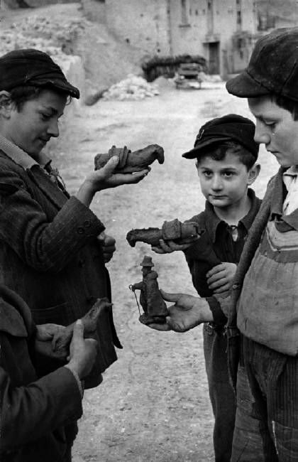 Italian Vintage Photographs ~ ITALY. Abruzzo. Scanno. 1951. Henri Cartier-Bresson