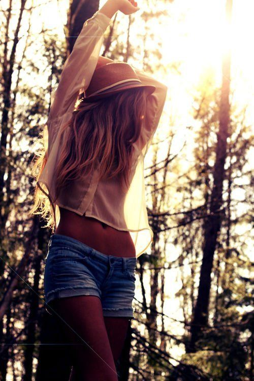 girl hipster indie fashion pretty blonde long hair long hair hat shorts