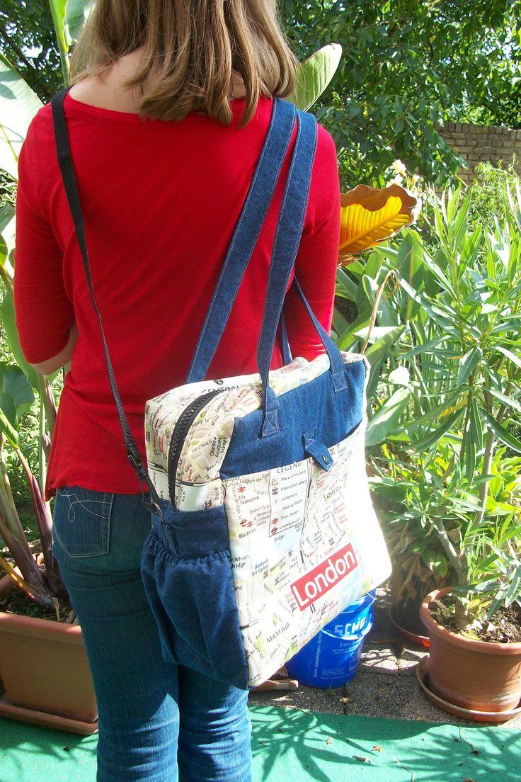 Tragefoto der Tasche Lara. Die Tasche kann als Umhängetasche über einer Schulter, aber auch durch den zusätzlichen Gurt crossover getragen werden.