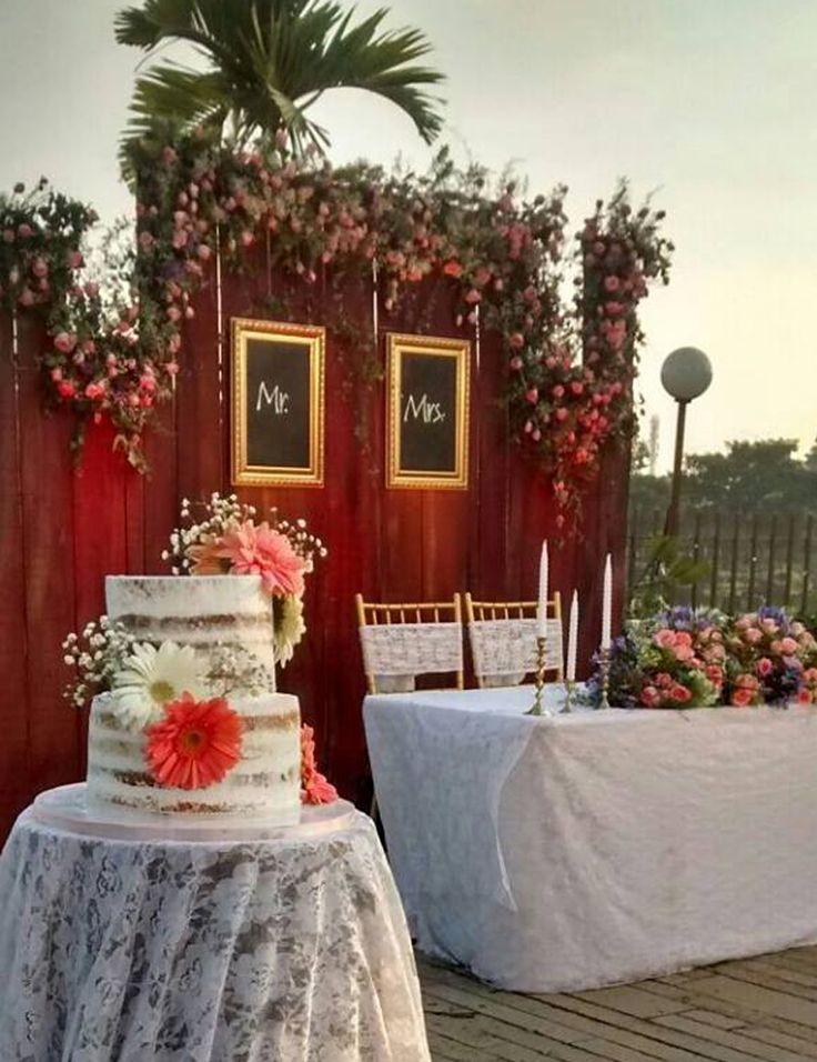 wedding caked - naked cake