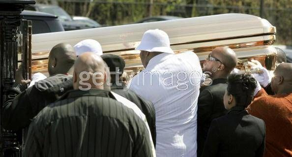 Tupac and Biggie funeral | pics from Proofs funeral .... - Rap Worlds Forums