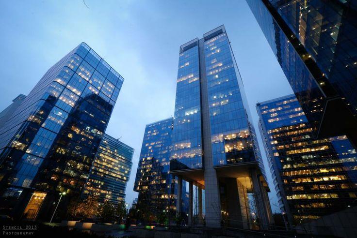 Centro financiero Nueva Las Condes en Santiago de Chile. Travel, tourismrchitecture, buildings, modern.