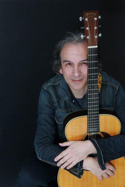 Intervista a Luigi Milanese, chitarrista e compositore genovese In attesa della pubblicazione del suo primo album, Equinox, parliamo con l'autore Luigi Milanese. Una riuscita miscela di musica folk, classica e rock.