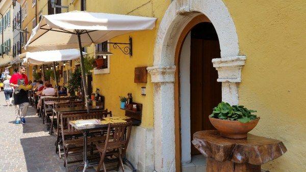 Ristorante Casa Lady Garda, via Verdi, https://www.facebook.com/pages/Hotel-Trattoria-Pizza-Casa-Lady/110546995646380