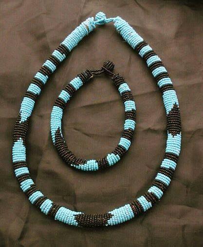 Collana girocollo con bracciale perline (Provenienza: Senegal)
