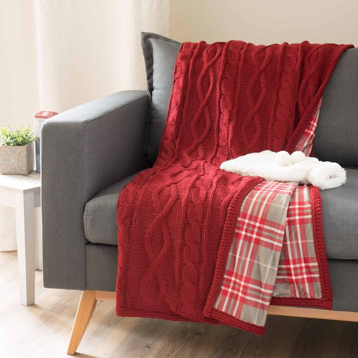 SOLDEN red double-sided knit throw 125 x 150 cm