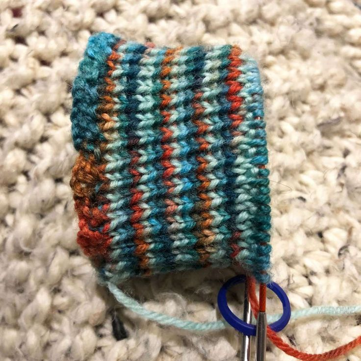 How To Knit Socks On 9-inch Circular Needles ...