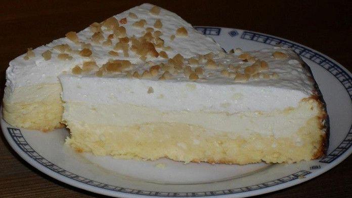 Smotanový koláč s tvarohom pripravený bez múky a cukru! Chutí každému kto ho ochutná