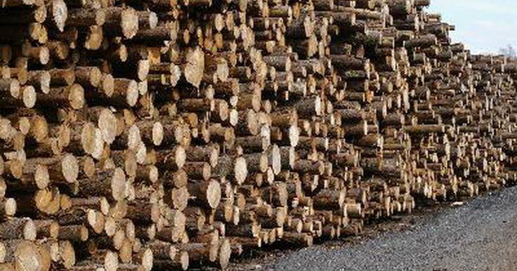 """¿Qué es la madera MDF?. MDF significa madera de """"fibra vulcanizada de densidad media"""" (medium density fiberboard en inglés). Es una madera compuesta de pedazos de fibra de madera unidos con pegamento, resina, presión y calor. La madera MDF es usada para hacer muchas unidades de almacenamiento así como pisos."""