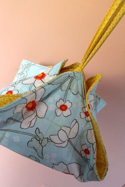 Crafty Gemini: Casserole or Pie Carrier Tutorial video & Best 25+ Crafty gemini ideas on Pinterest | Christmas sewing gifts ... pillowsntoast.com