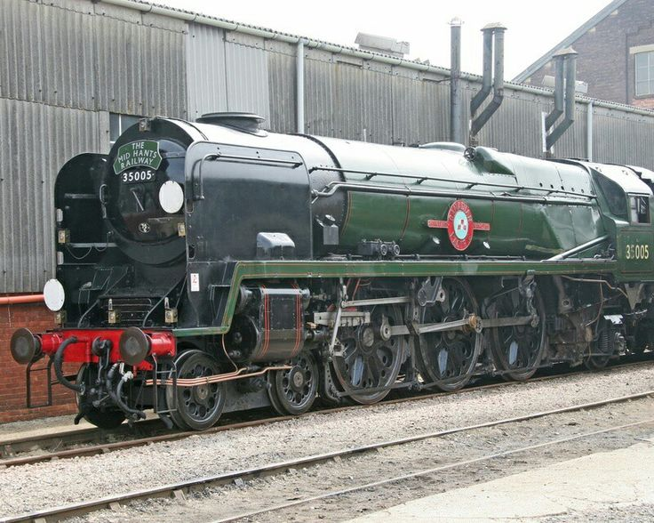 BR (Southern) Merchant Navy class 4-6-2 No 35005 'Canadian Pacific'