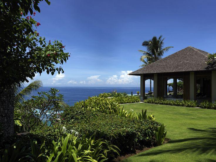 The lawns of Villa Ambar