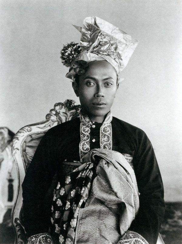 I Gusti Bagus Jelantik, King of Karangasem, Bali, photo by Thilly Weissenborn / c 1923