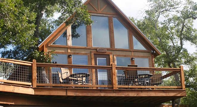 Treehouse cabin at next to the spring-fed Geronimo Creek ...