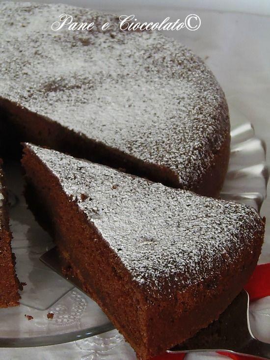TORTA agli ALBUMI al CIOCCOLATO, si impasta con un cucchiaio Emoticon smile http://blog.giallozafferano.it/ricettepanedolci/torta-di-albumi-al-cioccolato-senza-impasto/