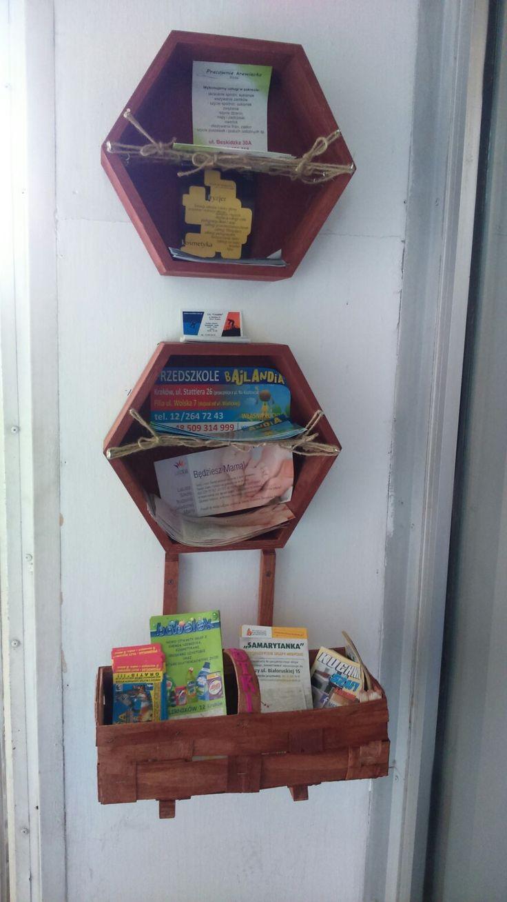 DIY leaflet stand