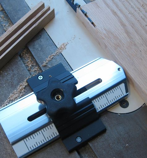 Thin-Rip Guide For Table Saw, Bandsaw & Router Table. Save money on used woodworking machinery! http://www.coastmachinery.com