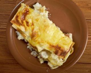 Lasagnes de cabillaud aux courgettes et béchamel light aux anchois : http://www.fourchette-et-bikini.fr/recettes/recettes-minceur/lasagnes-de-cabillaud-aux-courgettes-et-bechamel-light-aux-anchois.html