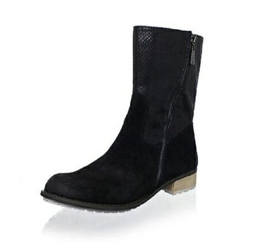 Matt Bernson Black Suede/Snake Dakota Boots NWB Size 7.5 Retail $308.00 Sale $124.99. Step into comfort in this seasons edgy and cool boots. Sleek dark black suede lower plays contrast to the glossy snake embossed texture of these striking Matt Bernson Dakota boots.