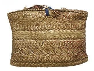 ME011516 Kete whakairo (patterned bag)